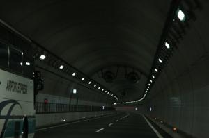 北関東自動車道トンネル内。